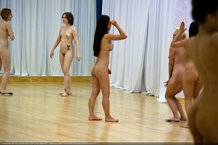 Фото танцы голышом