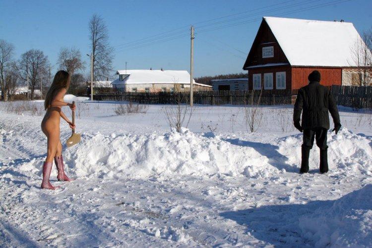 foto-golih-zhenshin-na-snegu