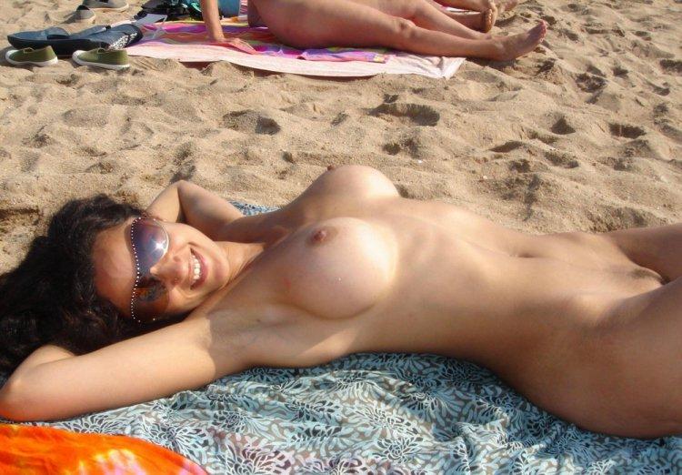 Пляжные голые фото