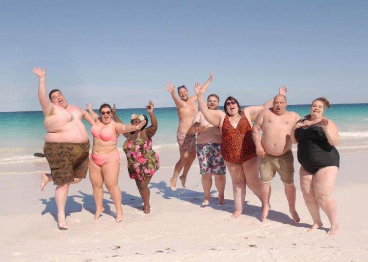смотрели фото с пляжей толстых дам местному